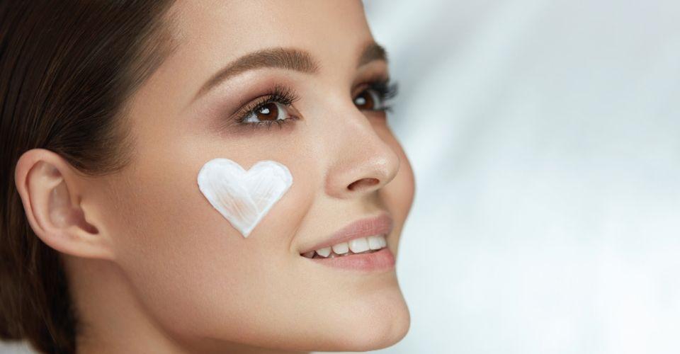 Come rivitalizzare la pelle del viso senza trattamenti invasivi